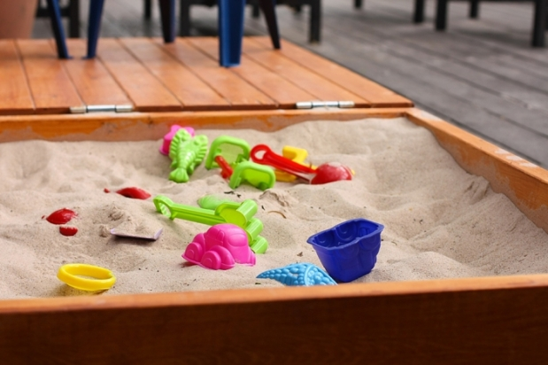 DIY Wooden Sandbox 1