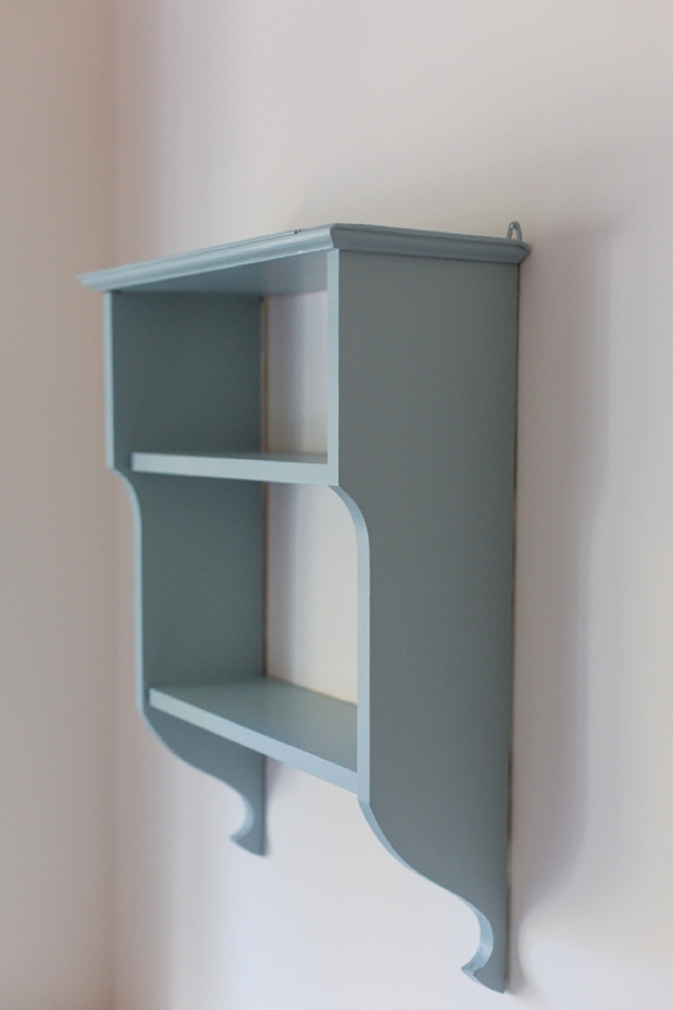 DIY Painted Hanging Wooden Shelf_0005