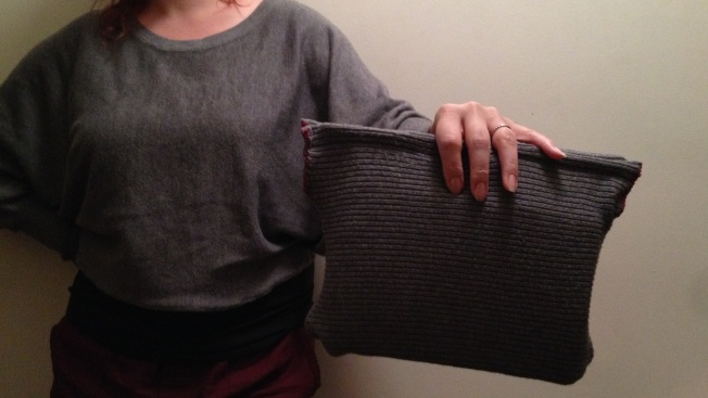 sweater:purse